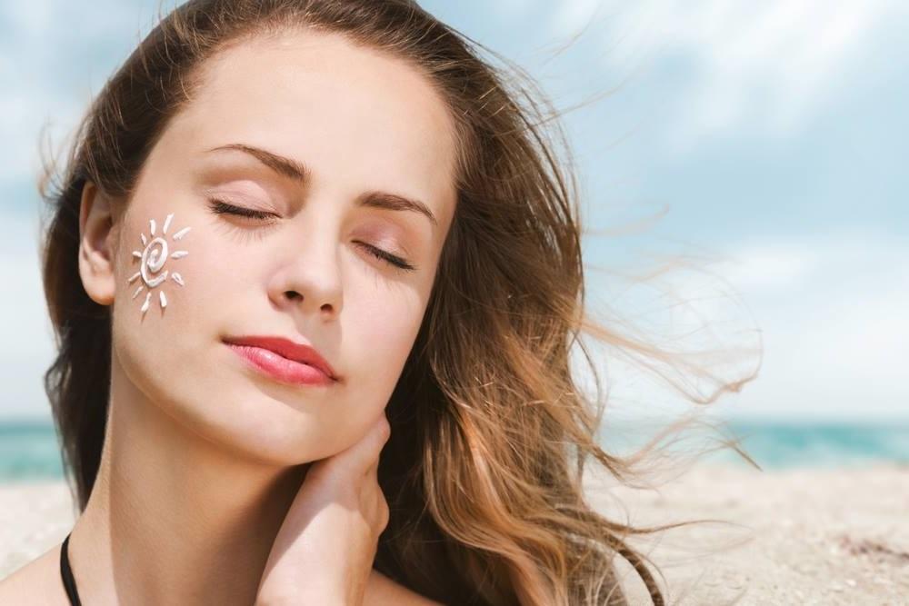 Sử dụng kem chống nắng thường xuyên dù làn da không trực tiếp tiếp xúc với ánh nắng mặt trời