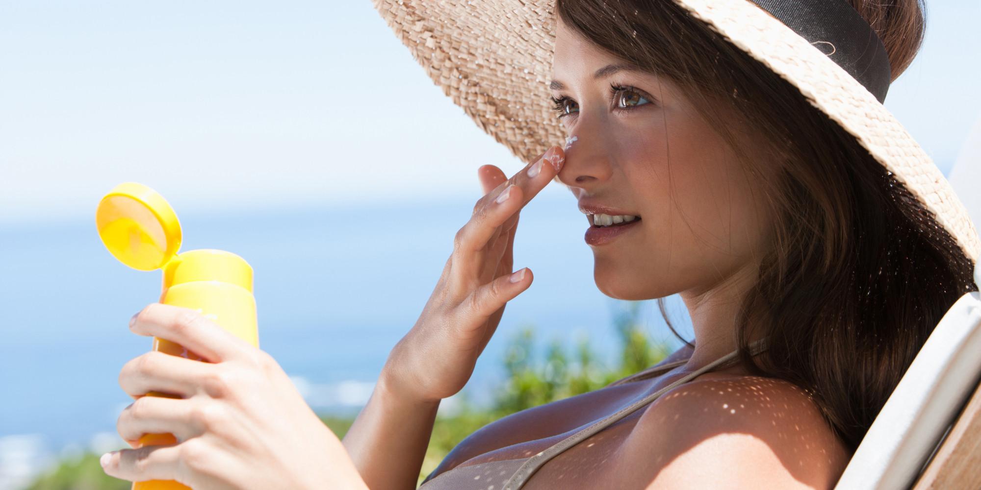 Luôn sử dụng kem chống nắng mỗi khi đi ra ngoài