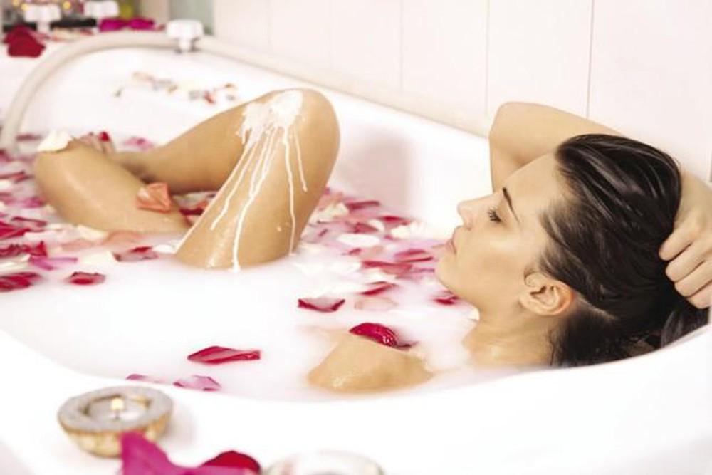 Tắm bồn thư giãn cơ thể