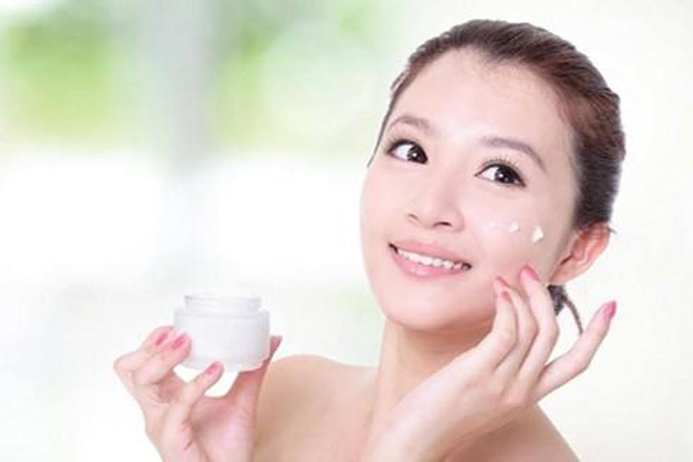 Không dùng những sản phẩm chăm sóc da có độ ẩm quá cao