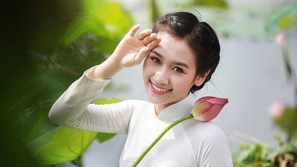 Làn da của phụ nữ Việt thường hay bị đổ dầu, dễ nổi mụn và có lỗ chân lông to