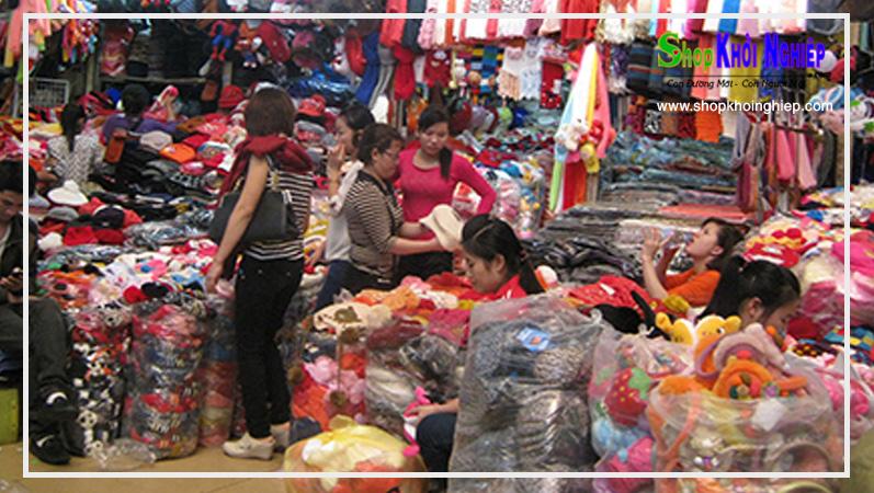 Chợ đầu mối vẫn là nơi lấy quần áo giá sỉ dễ tìm nhất. Nhưng cần chọn lọc địa điểm uy tín