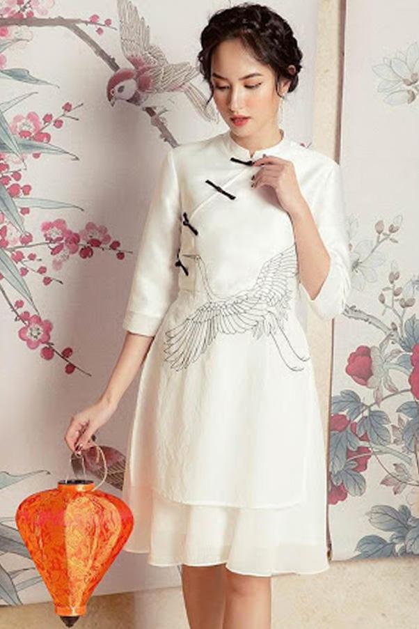 Áo dài cách tân nữ gấm trắng yêu kiều, nữ tính và thanh thoát