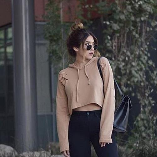 """Áo Hoodie nữ croptop phối cùng quần legging chính là set đồ """"chặt chém"""", thu hút mọi ánh nhìn"""