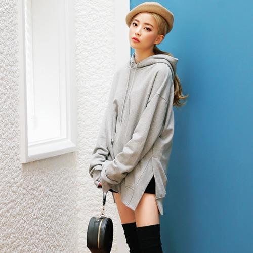 Áo Hoodie nữ truyền thống này có form dáng rộng rãi, thoải mái