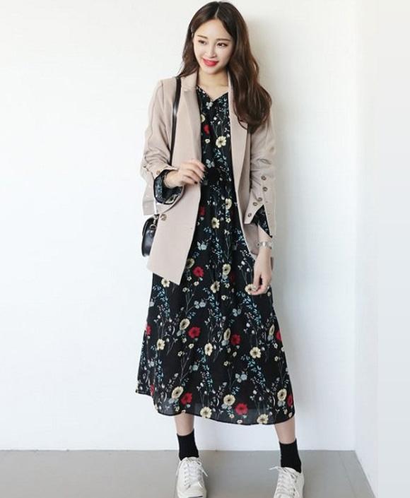 Set đồ bắt mắt và đậm chất Hàn Quốc phối giữa áo khoác và váy maxi dáng dài