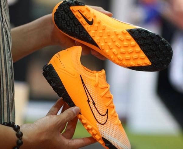 Giày đá bóng tại Thanh Hùng Futsal