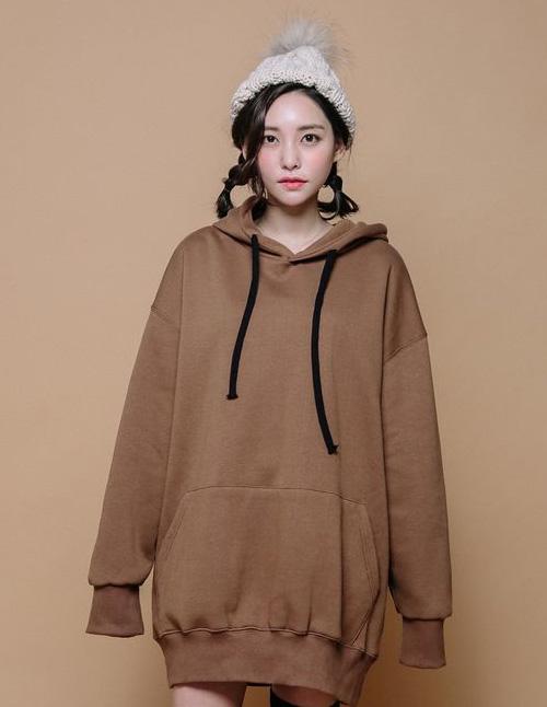 """Mẫu áo Hoodie nữ oversize rất thích hợp mặc vào mùa đông và """"chống chỉ định"""" đối với những cô nàng thấp bé"""