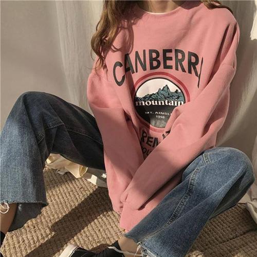 Phối áo Hoodie nữ cùng những chiếc quần jean đem đến vẻ trẻ trung, khỏe khoắn