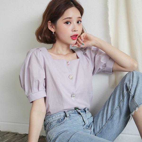Áo sơ mi cổ vuông là món đồ thời trang công sở nữ phù hợp với những cô nàng yêu thích phong cách trẻ trung, trang nhã