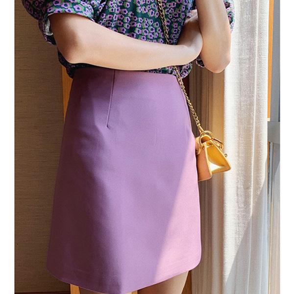 Chân váy chữ A là một thiết kế đơn giản nhưng tinh tế, có thể giúp chị em che các khuyết điểm rất hoàn hảo