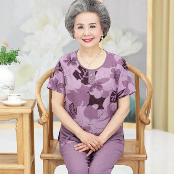 Chọn đồ bộ cho người cao tuổi cần phải đảm bảo được sự dễ chịu tối đa, tuyệt đối không chọn các loại vải quá cứng hoặc kích thước hạn chế, nên mặc rộng hơn bình thường để đảm bảo hô hấp