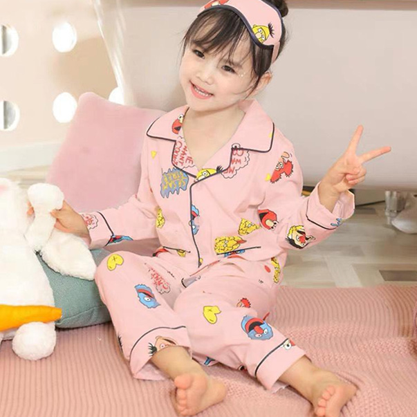 Không chỉ người lớn, bé gái diện đồ bộ mặc nhà pijama cũng vô cùng đáng yêu