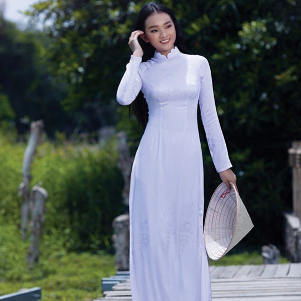 Tà áo trắng nữ sinh luôn luôn quyến rũ
