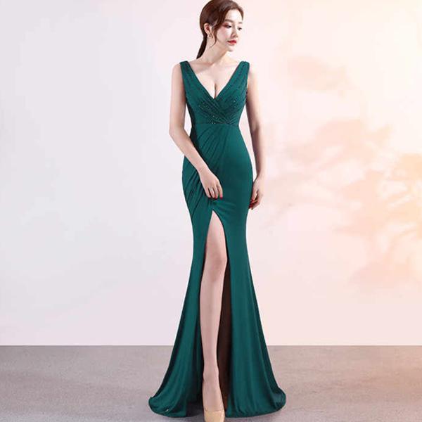 Đẹp, quyến rũ và sành điệu là điều luôn có khi mặc những chiếc đầm dạ hội