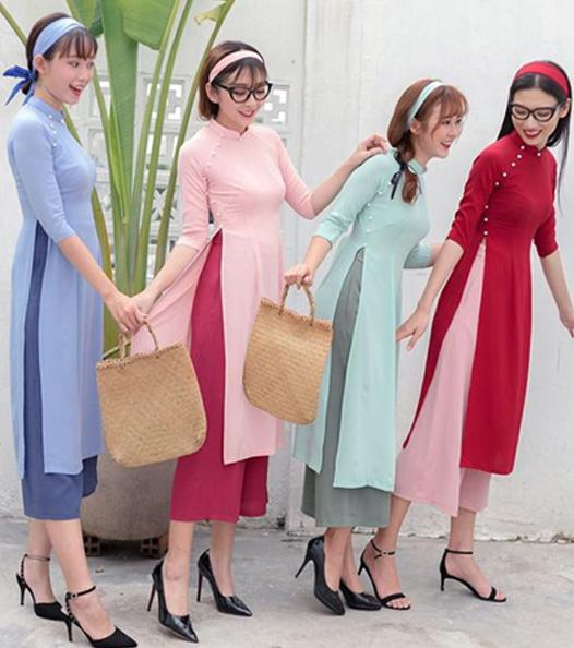 Nếu thường ngày bạn hay gặp các mẫu áo dài này trong các tiệc cưới, các buổi tiệc, thì ngày xuân với sự tươi tắn, vui vẻ, các mẫu áo dài cách tân này lại rất phù hợp để đến chùa