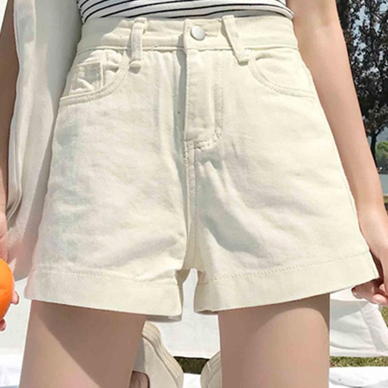 Đừng quên thêm một vài chiếc quần ngắn ống rộng vào tủ đồ của mình nhé chị em!