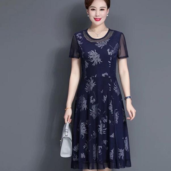 Váy đi biển nữ trung niên