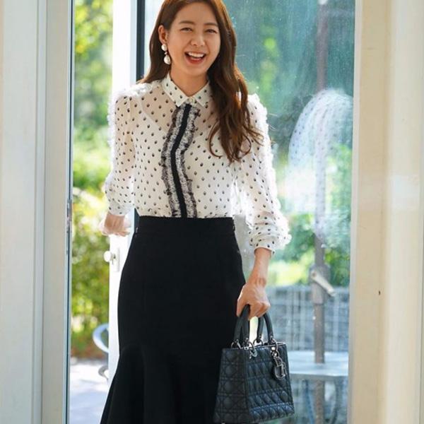Phong cách thời trang Hàn Quốc nữ công sở phối trắng đen không bao giờ lỗi mốt